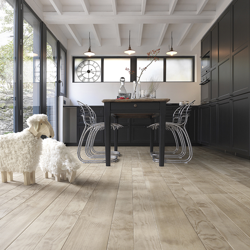 Parquet en pin maritime couleur sable